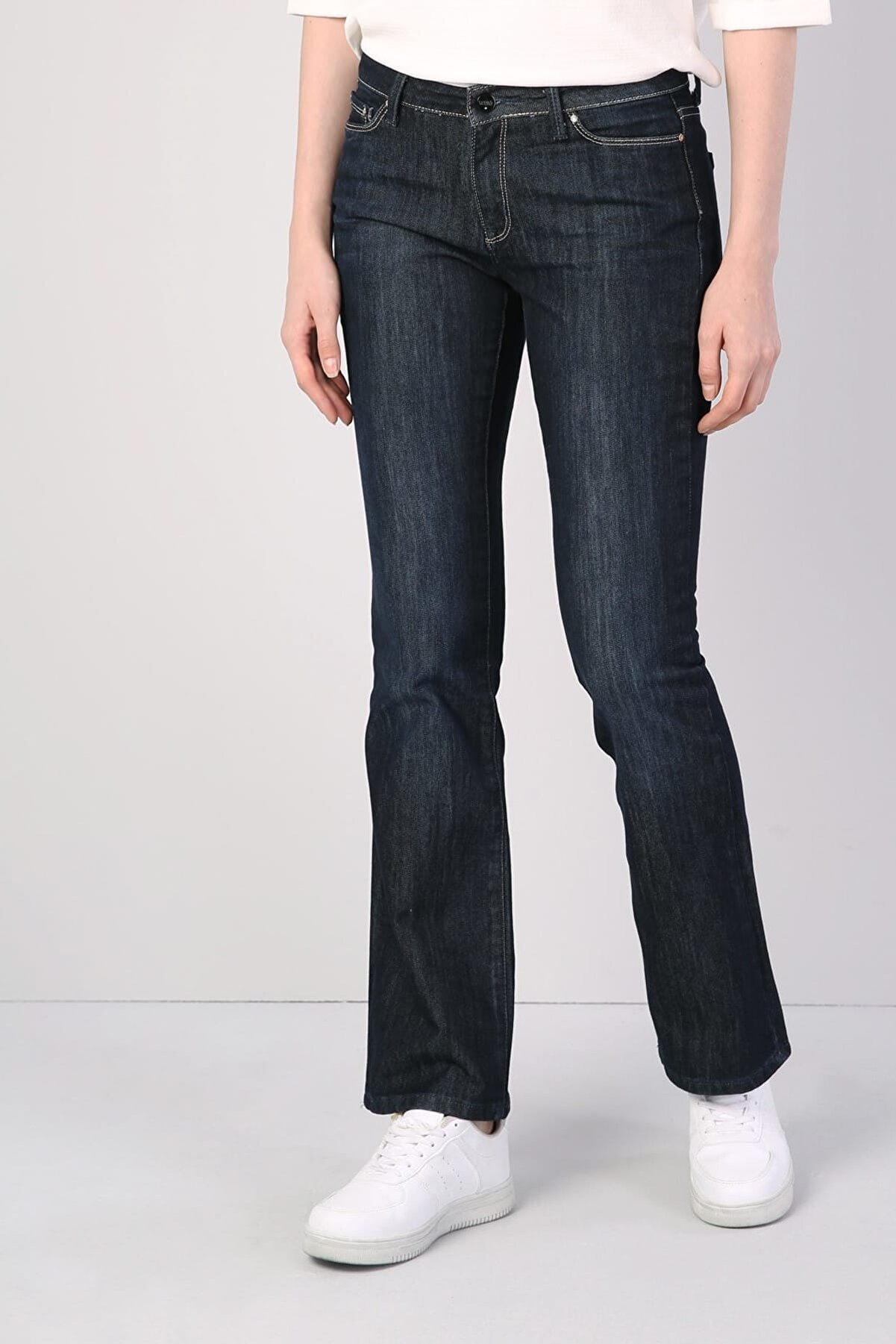 Colin's KADIN 791 Monıca Orta Bel Rahat Paça Regular Fit Mavi Kadın Jean Pantolon CL1041249