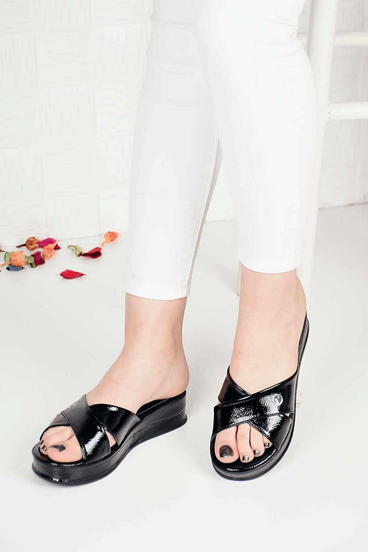 Weynes Kadın Siyah Çapraz Rugan Taşlı Sandalet Terlik Ba20458