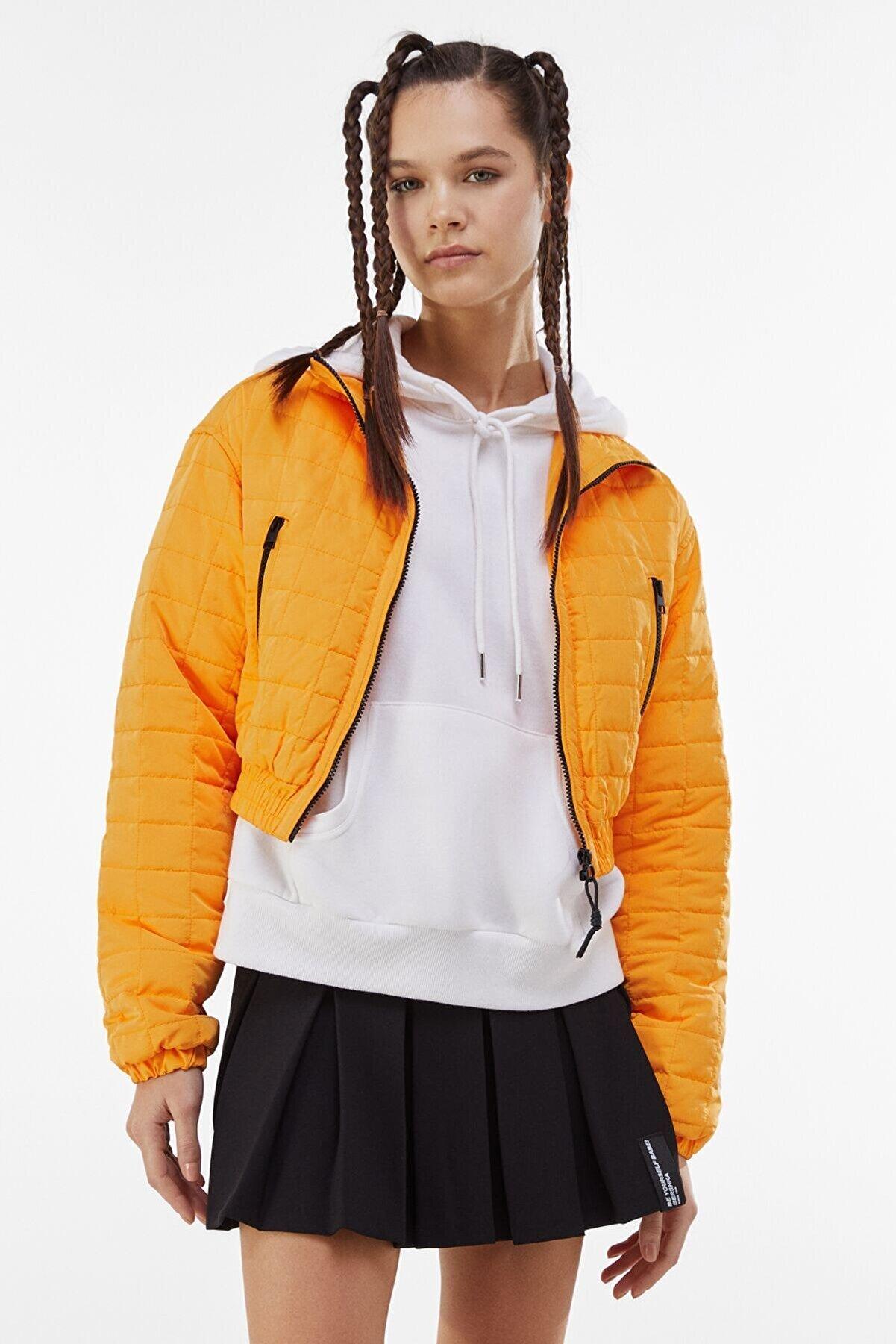 Bershka Kadın Turuncu Crop Fit Kapitone Ceket