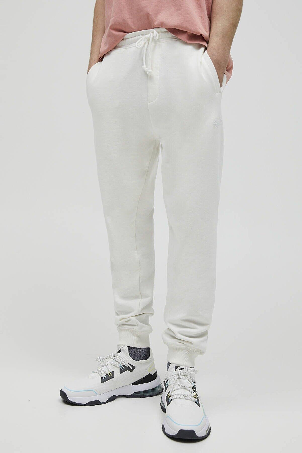 Pull & Bear Erkek Kırık Beyaz Renkli Jogging Fit Pantolon