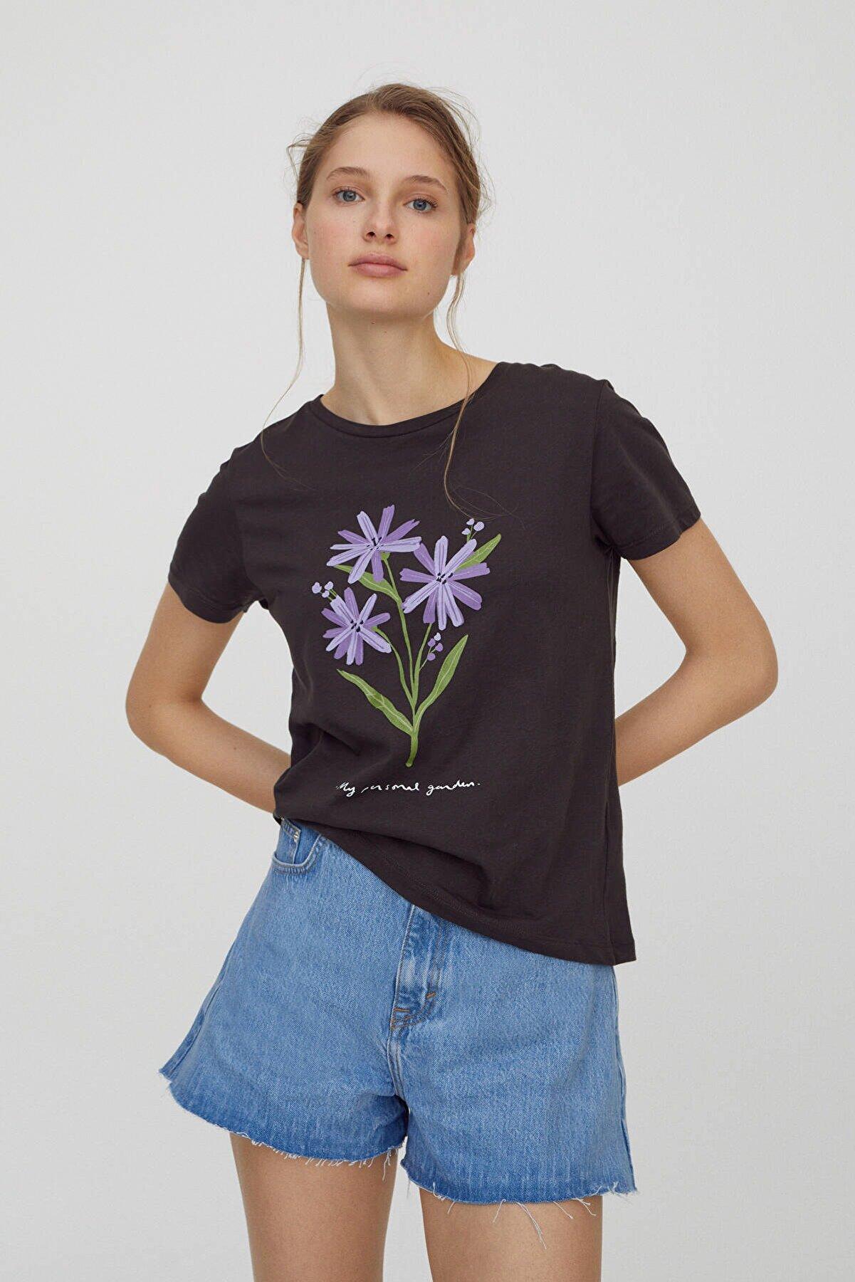 Pull & Bear Kadın Antrasit Gri Çiçek Görselli T-Shirt 04240314