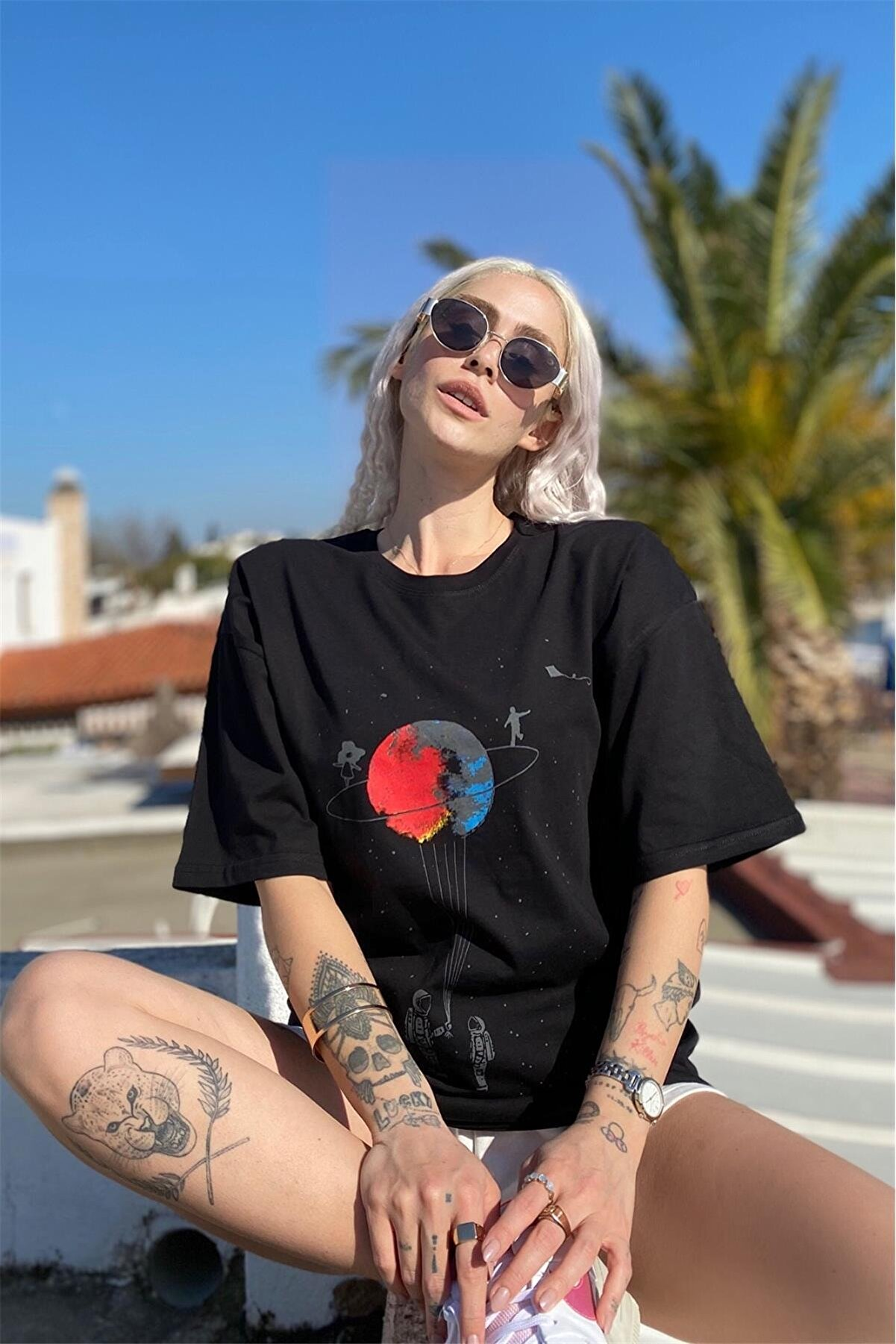 SwistLuxury Siyah Satürn Baskılı Tshirt