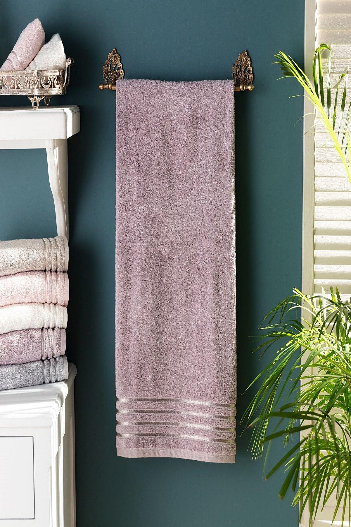 Madame Coco Maynor Bordürü Floşlu Banyo Havlusu - Açık Mürdüm - 70x140 Cm