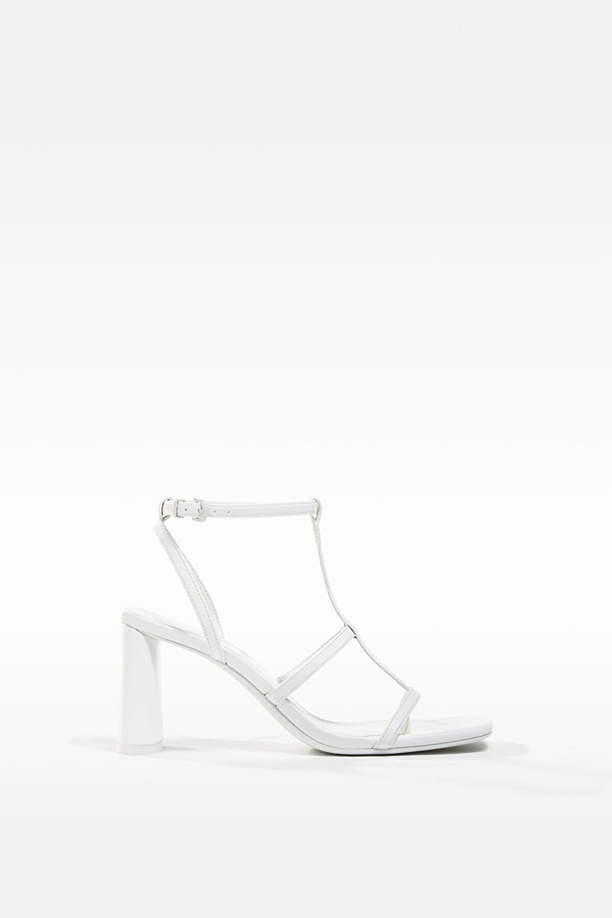 Bershka Kadın Beyaz Bilekten Bağlamalı Topuklu İnce Bantlı Sandalet 11708760