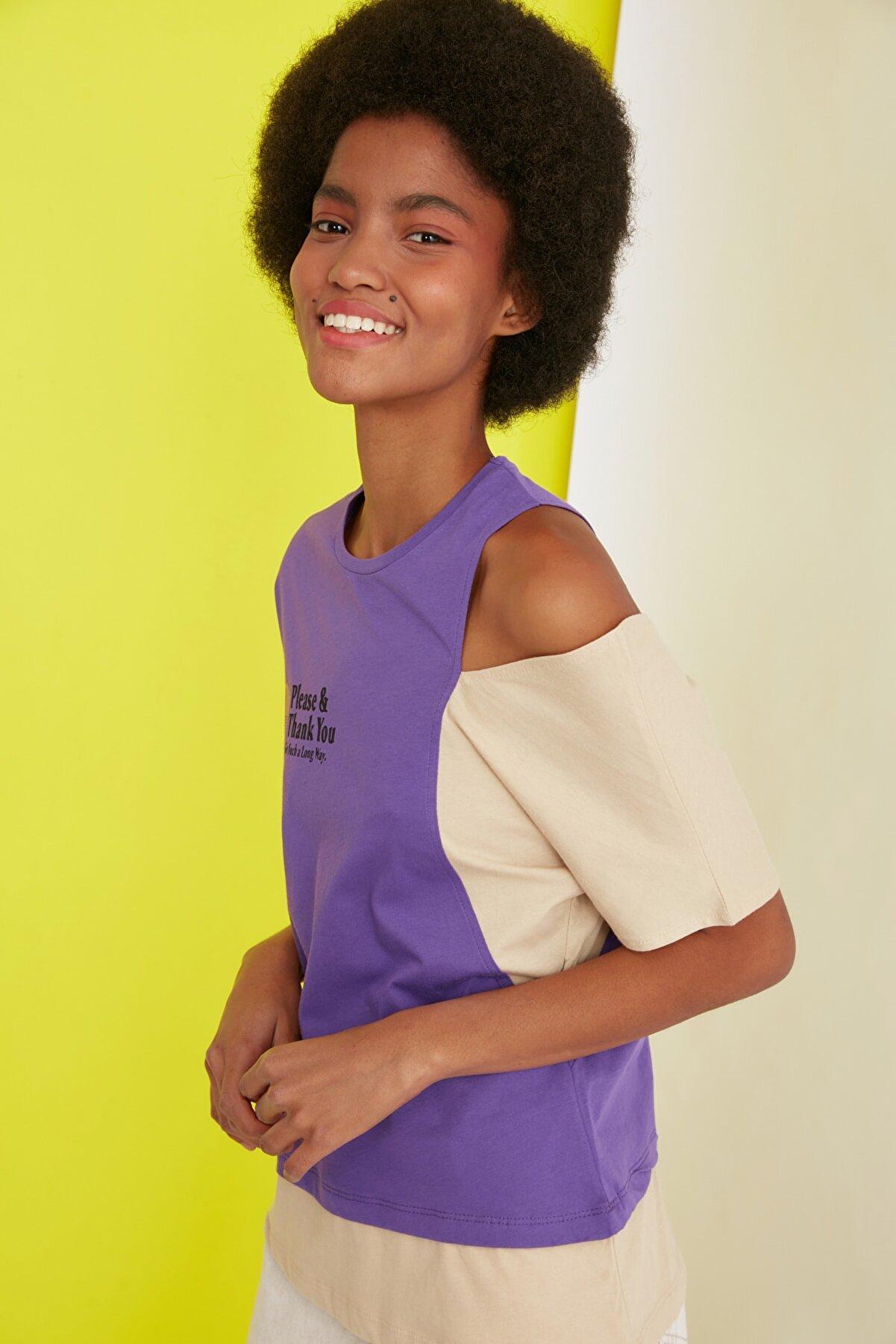 TRENDYOLMİLLA Mor Baskılı Omuz Detaylı Basic Örme T-Shirt TWOSS20TS1592