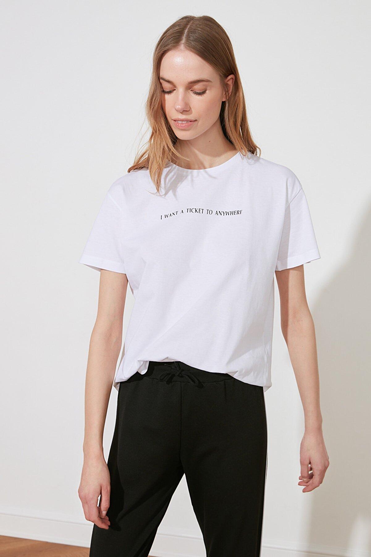 TRENDYOLMİLLA Beyaz Baskılı Semi-Fitted Örme T-Shirt TWOSS20TS0207