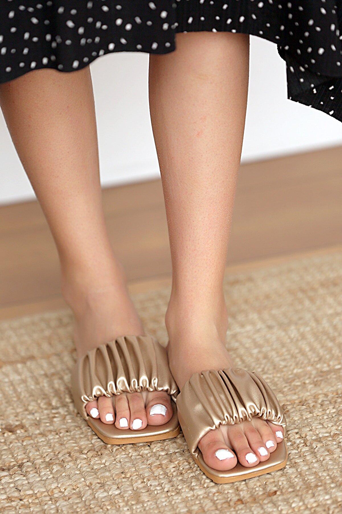 Pembe Potin Kadın Altın Sandalet