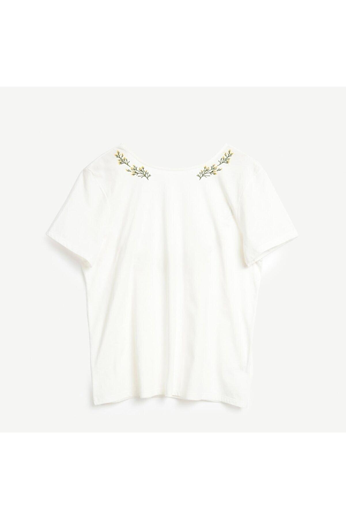 Yargıcı Kadın Beyaz Nakış Detaylı Kısa Kollu T-shirt