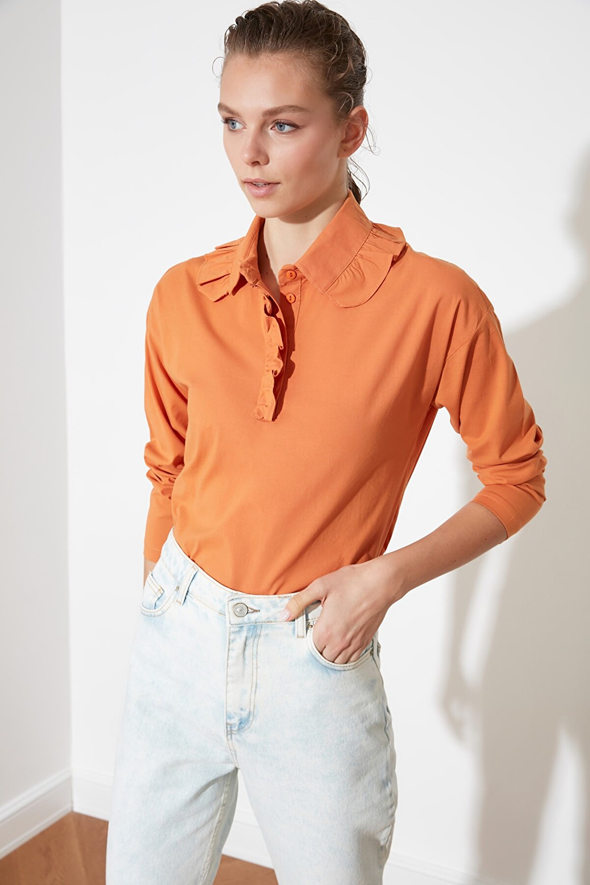 TRENDYOLMİLLA Kiremit Yaka Detaylı Bluz TWOSS21BZ0230