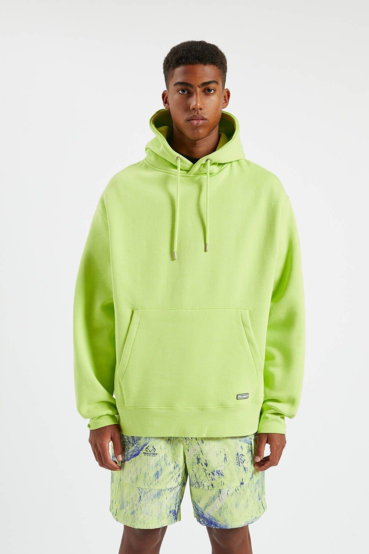 Pull & Bear Erkek Limon Yeşili Kapüşonlu Kanguru Cepli Basic Sweatshirt 09594513