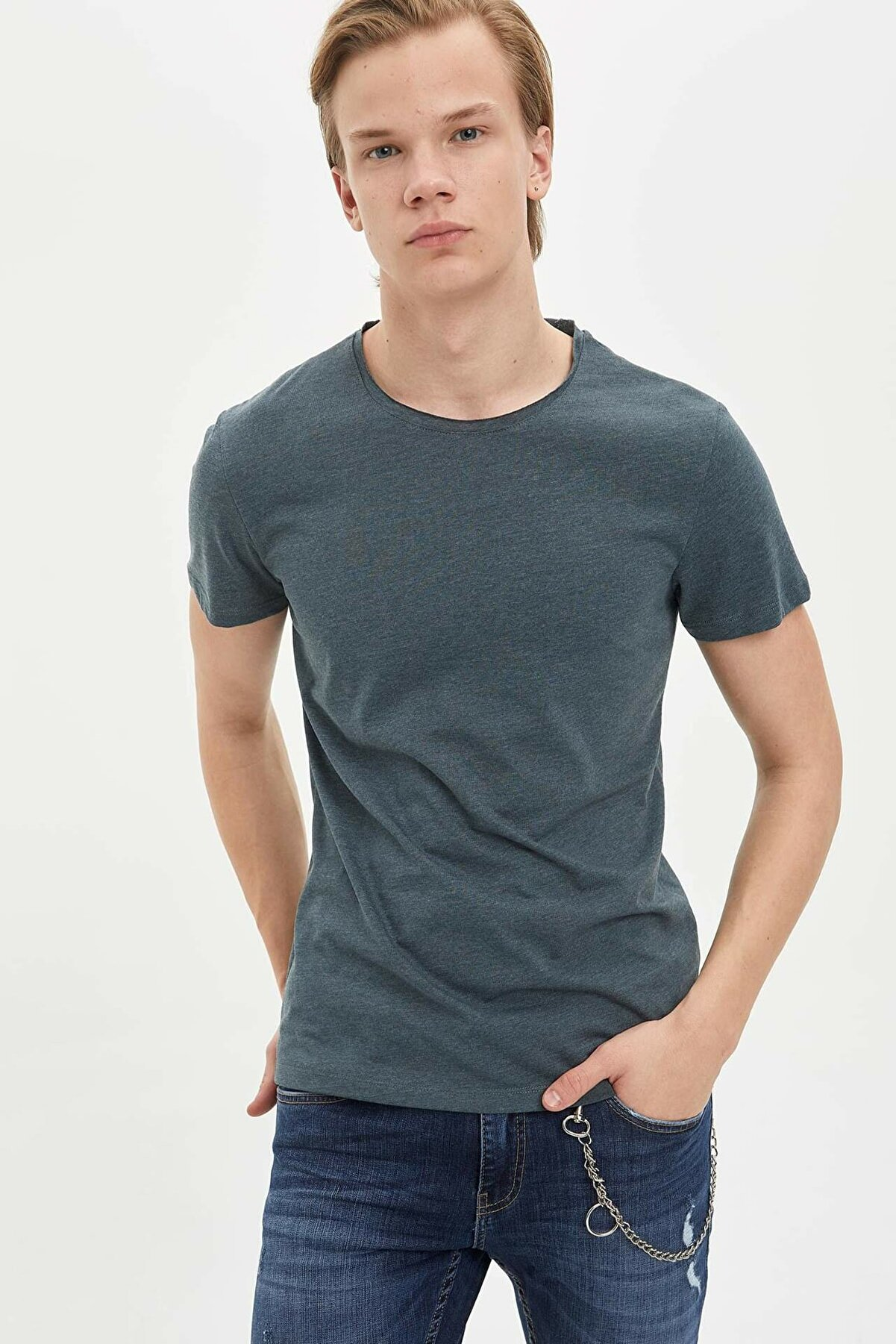 Defacto Slim Fit Bisiklet Yaka Basic Kısa Kollu Tişört