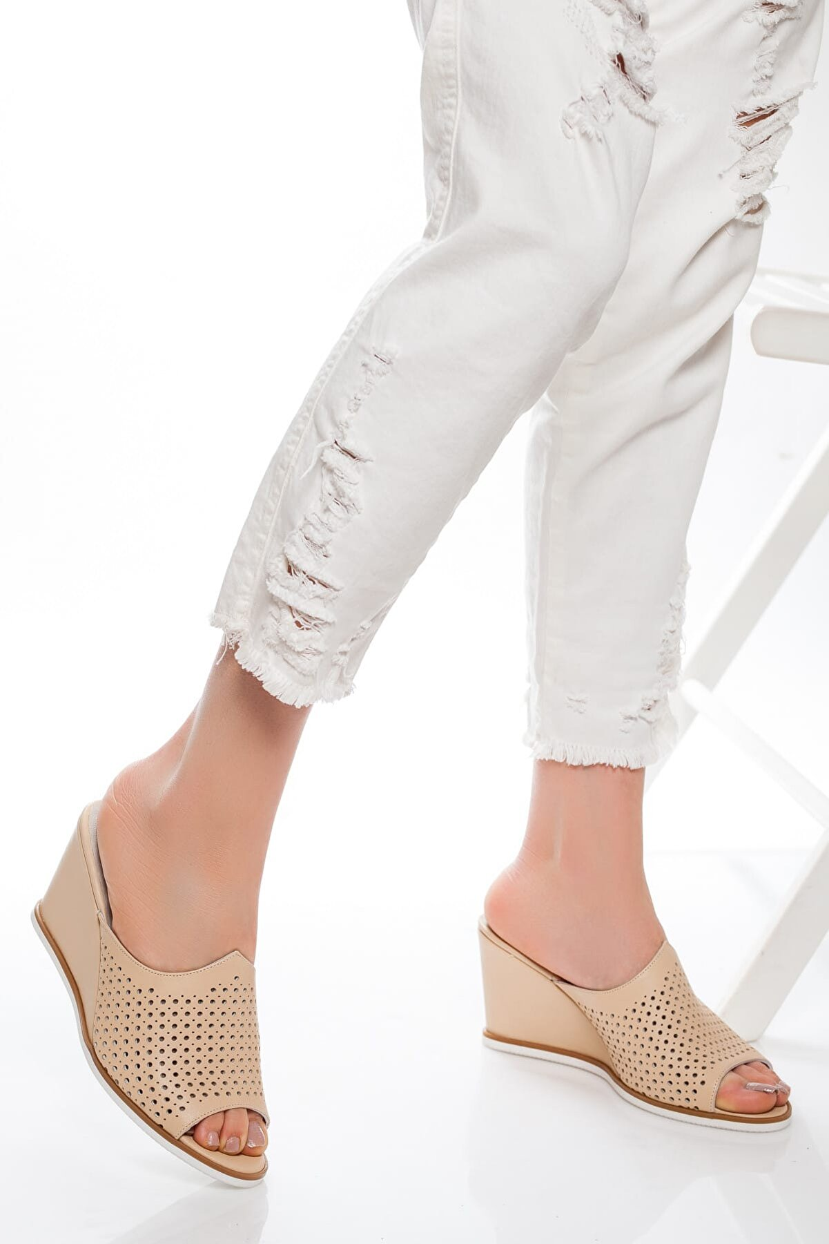Deripabuc Hakiki Deri Bej Kadın Deri Kadın Topuklu Klasik Ayakkabı Shn-0078