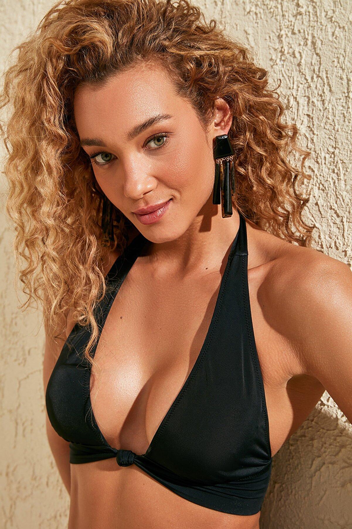 TRENDYOLMİLLA Siyah Düğüm Detaylı Uzun Üçgen Bikini Üstü TBESS20BU0276