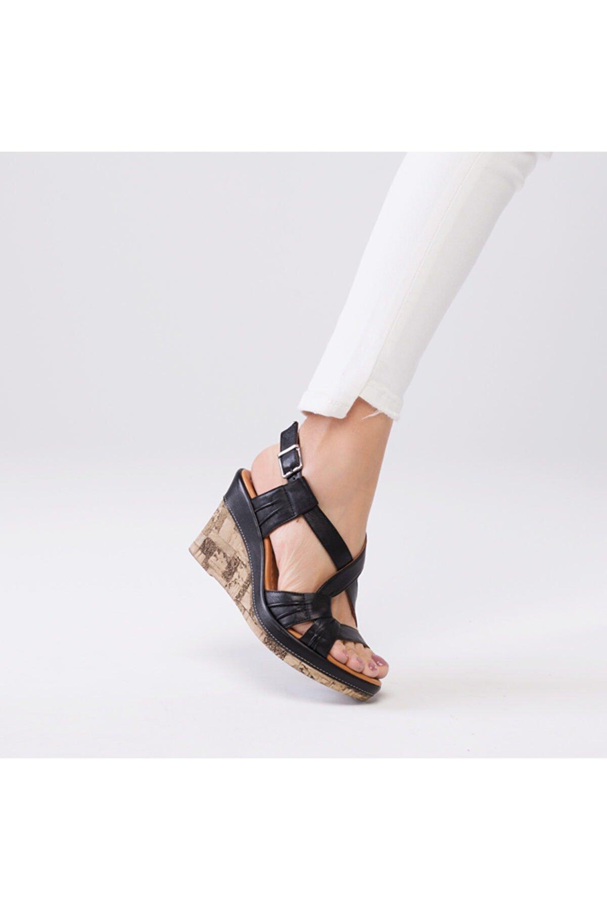 Zeynep Sıradağlı Loreana Kaplama Dolgu Deri Sandalet Siyah