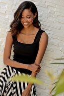 Trend Alaçatı Stili Kadın Siyah Kare Yaka İnce Merserıze Bluz ALC-7122