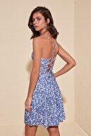 TRENDYOLMİLLA Mavi Sırtı Bağlama Detaylı Çiçek Desenli Örme Elbise TWOSS20EL1630