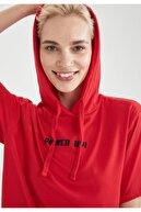 Defacto Kadın Kırmızı Slogan Baskılı Kapüşonlu Kısa Kollu T-Shirt