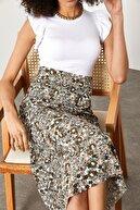 Xena Kadın Beyaz Kolları Fırfırlı Kaşkorse Bluz  1YZK2-11708-01