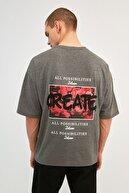 TRENDYOL MAN Antrasit Erkek Oversize Baskılı Kısa Kollu T-Shirt TMNSS21TS0878
