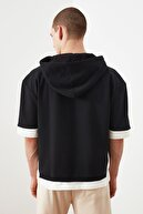 TRENDYOL MAN Siyah Erkek Oversize Fit Kontrast Detaylı Yarım Kol Sweatshirt TMNSS21SW0298