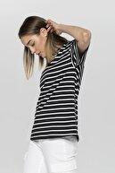 CROSS JEANS Kadın Siyah-Beyaz İpliği Boyalı Çizgili Bisiklet Yaka Kısa Kol T-Shirt 55793-508