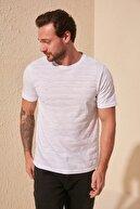 TRENDYOL MAN Beyaz Erkek Slim Fit Bisiklet Yaka T-Shirt TMNSS20TS0076