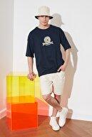 TRENDYOL MAN Lacivert Erkek Oversize Sırt Baskılı Kısa Kollu T-Shirt TMNSS21TS0384