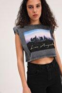 Quzu Kadın Baskılı Vatkalı Crop T-Shirt