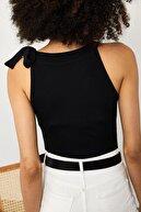 Xena Kadın Siyah Boynu Kurdeleli Fitilli Bluz 1YZK2-11758-02