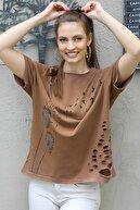 Chiccy Kadın Taba Karahindiba Çiçek Ve Martı Baskılı Lazer Kesim Detaylı Salaş T-Shirt M10010300TS98237