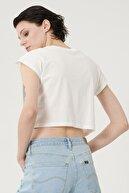 Lee Kadın Kırık Beyaz Kısa Kollu %100 Pamuk Grafik Desenli Sıfır Yaka Tişört