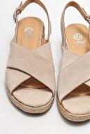 Elle Kadın Bej Deri Dolgu Topuklu Sandalet