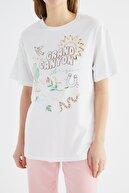 TRENDYOLMİLLA Beyaz Boyfriend Örme T-Shirt TWOSS21TS2940