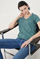 Lee Kadın Sıcak Gri Kısa Kollu %100 Pamuk Logolu Sıfır Yaka Tişört