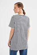 Trendyol Modest Lacivert Çizgili Baskılı Kısa Kollu Örme Tesettür T-Shirt TCTSS21TN0349