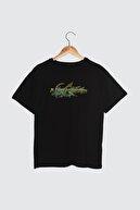 TRENDYOLMİLLA Siyah Ön ve Sırt Baskılı Boyfriend Örme T-Shirt TWOSS21TS3301