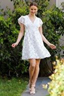 Chiccy Kadın Beyaz Dantel Mendil Kol Astarlı Fermuarlı Kloş Elbise M10160000EL94957