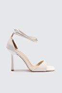 Trendyol Shoes Kadın Beyaz Küt Burunlu Klasik Topuklu Ayakkabı TAKSS21TO0040