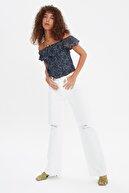 TRENDYOLMİLLA Beyaz Yırtık Detaylı Yüksek Bel Wide Leg Jeans TWOAW21JE0539