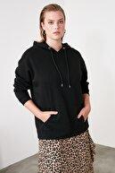 TRENDYOLMİLLA Siyah Kanguru Cepli Kapüşonlu Boyfriend Örme Sweatshirt TWOAW20SW0525