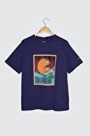 TRENDYOLMİLLA Mor Baskılı Boyfriend Örme T-Shirt TWOSS21TS3612