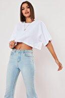 TrendNera Kadın Beyaz Pamuk Bisiklet Yaka Oversize Crop T-shirt