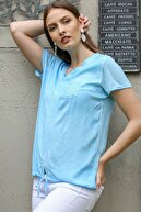 Chiccy Kadın Mavi Pullu V Yaka Cepli Etek Ucu İp Bağlama Detaylı Yıkamalı Dokuma Bluz M10010200BL95344