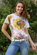 Chiccy Kadın Beyaz Batik Desenli Papatya Baskılı Etek Ucu Bağlamalı Yıkamalı T-Shirt M10010300TS98226