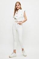 TRENDYOLMİLLA Beyaz Paçası Kesikli Yüksek Bel Skinny Jeans TWOSS21JE0808