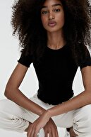 Pull & Bear Kadın Siyah Kıvrımlı Kenarlı Basic T-shirt