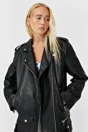 Stradivarius Kadın Siyah Oversize Biker Ceket 05724030
