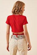 Happiness İst. Kadın Kırmızı İpli Crop T-Shirt GT00026