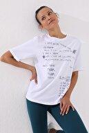Tommy Life Kadın Beyaz El Yazısı Baskılı Oversize O Yaka T-shirt 97137