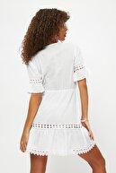 TRENDYOLMİLLA Beyaz Şeritli Plaj Elbise TBESS21EL4116